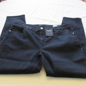 NWT - VERA WANG black Skinny jeans - sz 18W - $56.